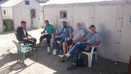 Volunteers having tea with refugees in &#91;...&#93; </p srcset=